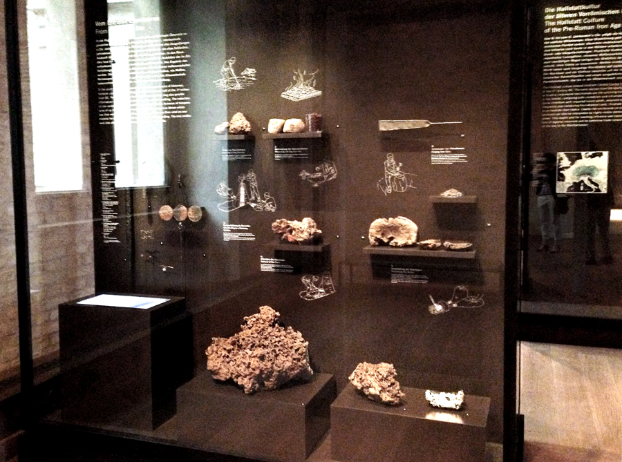 Neues Museum: Showcase with Iron Age| Photo: Nina Diezemann