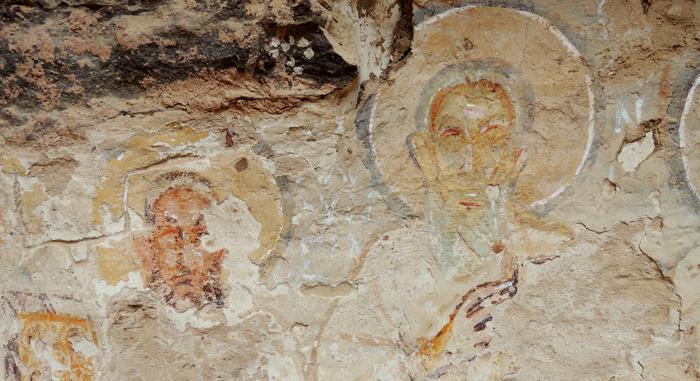 Coptic wall painting representing a saint in Dayr Anba Hadra | Photo: Sebastian Richter