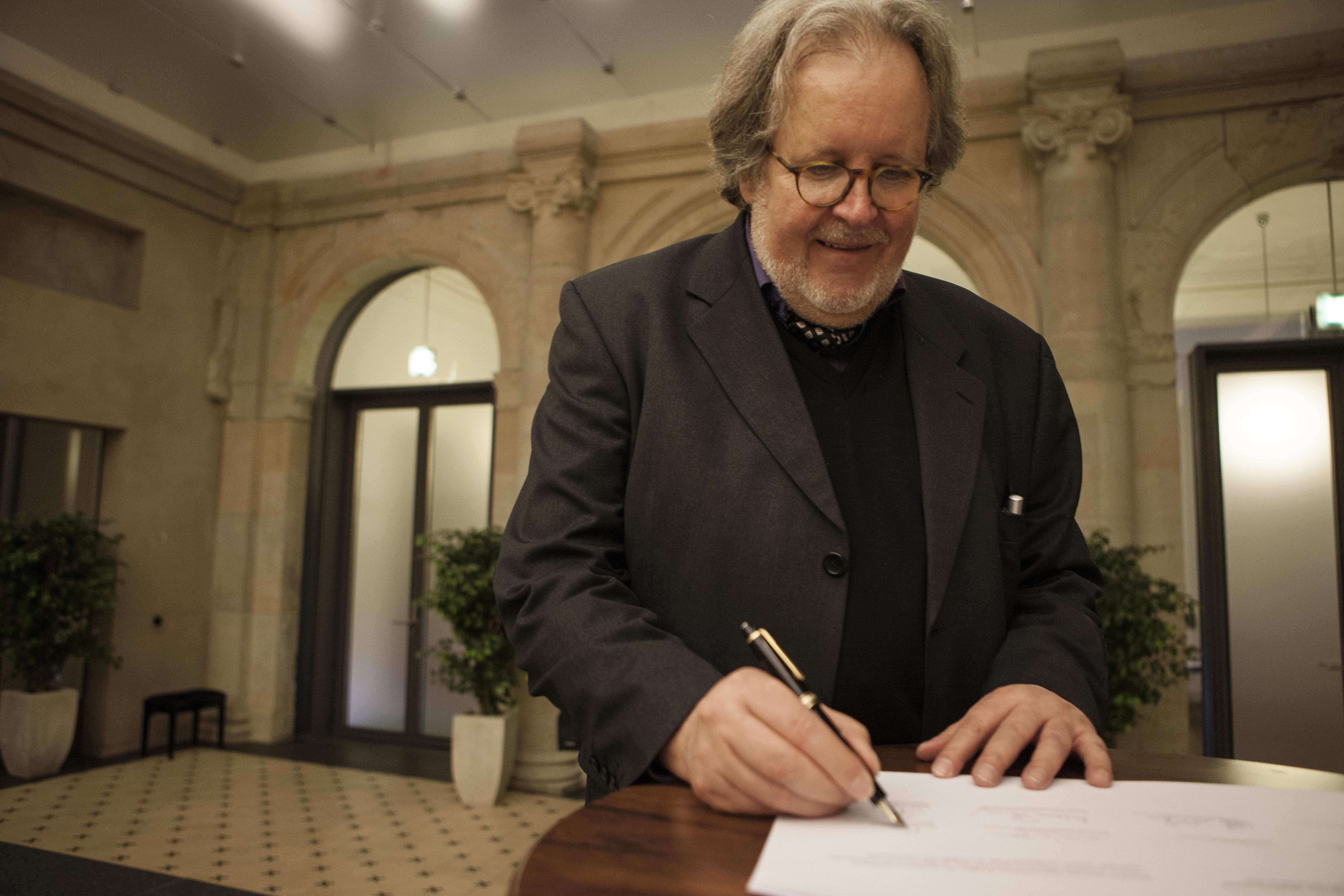 Topoi Sprecher Gerd Graßhoff unterzeichnet das Mission Statement | Foto: Waldemar Brzezinski