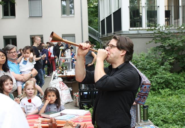 Die Musikarchäologen Olga Sutkowska und Adje Both spielten und zeigten die Musik vergangener Kulturen | Foto: Hauke Ziemssen