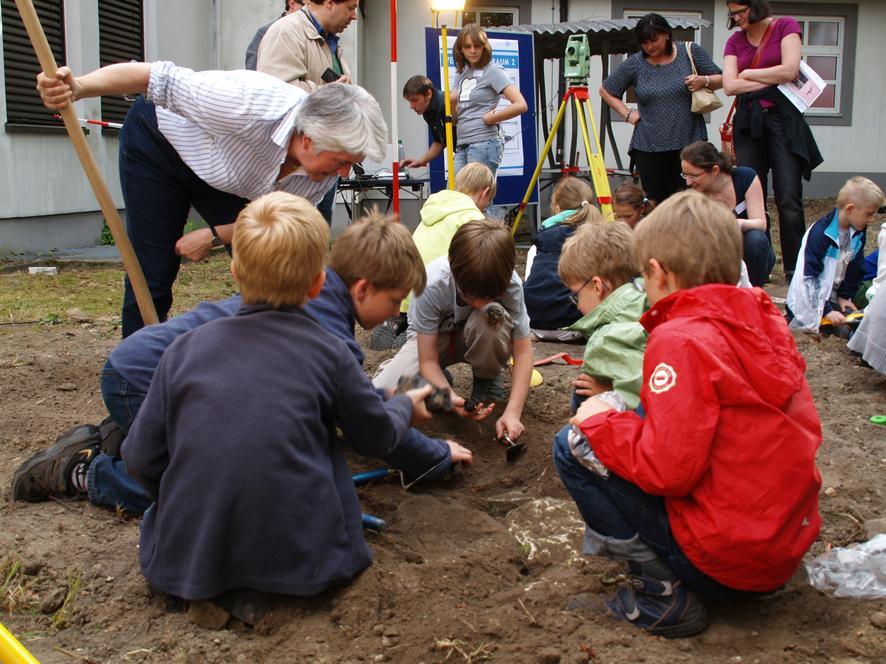 LNDW 2011: DAI-Präsidentin Friederike Fless mit jungen Archäologen