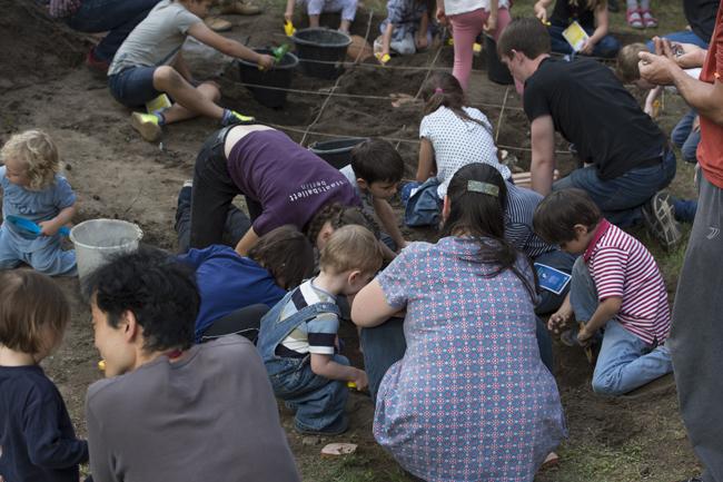Nachwuchsarchäologen bei der Arbeit: eine Ausgrabung der Klassischen Archäologie   Foto: Bernd Wannenmacher
