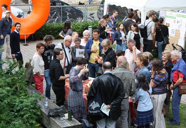 Ein voller Erfolg: Ein umfangreiches und spanndes Programm lockte mehr als 1200 Besucherinnen und Besucher in das Topoi-Haus Dahlem   Foto: Hauke Ziemssen