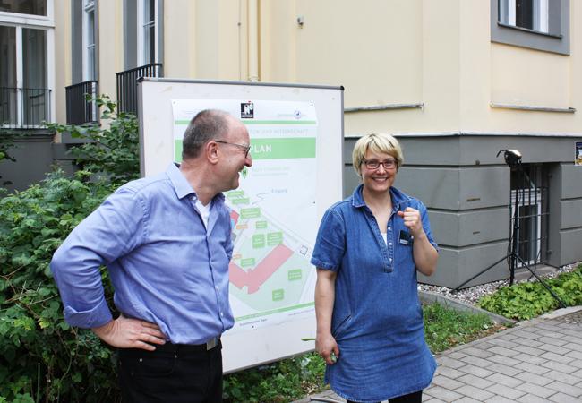 Die Organisatorin der Langen Nacht: Elisabeth Kanarachou, hier mit Clustersprecher Michael Meyer | Foto: Hauke Ziemssen